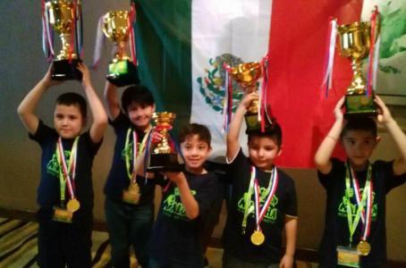Los cinco niños mexicanos que representaron al país en el Campeonato Internacional de Cálculo Mental, en Kuala Lumpur, Malasia, resultaron ganadores.