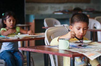 LA EDUCACIÓN ESTÁ MEJORANDO EN AMÉRICA LATINA