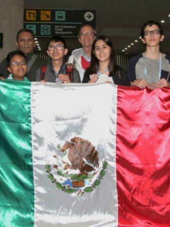 ESTUDIANTES MEXICANOS DE SECUNDARIA GANAN ORO EN MATEMÁTICAS