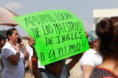 PADRES JUNTAN SUELDO DE MAESTROS PARA QUE SUS HIJOS NO PIERDAN CLASE