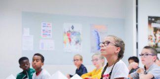 ESTUDIANTES FRANCESES, SIN CELULARES EN CLASE